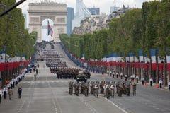 París, Francia - 14 de julio de 2012 Los soldados de la legión extranjera francesa marchan durante el desfile militar anual Imagen de archivo