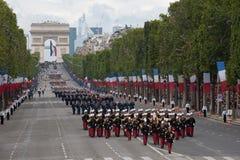 París, Francia - 14 de julio de 2012 Los soldados de la legión extranjera francesa marchan durante el desfile militar anual Imagenes de archivo