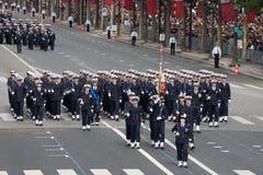 París, Francia - 14 de julio de 2012 Los soldados de la legión extranjera francesa marchan durante el desfile militar anual Fotos de archivo
