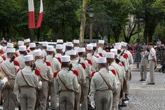 París, Francia - 14 de julio de 2012 Los soldados de la legión extranjera francesa marchan durante el desfile militar anual Foto de archivo libre de regalías