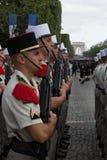 París, Francia - 14 de julio de 2012 Los soldados de la legión extranjera francesa marchan durante el desfile militar anual en Pa Fotografía de archivo libre de regalías