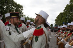 París, Francia - 14 de julio de 2012 Los soldados de la legión extranjera francesa marchan durante el desfile militar anual en Pa Imagenes de archivo