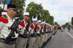 París, Francia - 14 de julio de 2012 Los soldados de la legión extranjera francesa marchan durante el desfile militar anual en Pa Imágenes de archivo libres de regalías