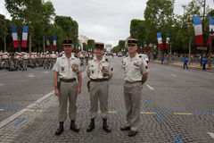 París, Francia - 14 de julio de 2012 Los soldados presentan antes de la marcha en el desfile militar anual en París Fotos de archivo libres de regalías