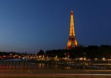 PARÍS, FRANCIA - 23 de junio de 2017: opinión sobre torre Eiffel de Pont de Bir-Hakeim Fotografía de archivo libre de regalías