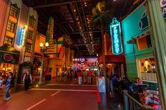 PARÍS, FRANCIA - 11 DE JUNIO DE 2014: Parque de atracciones de Disneyland por la tarde Fotos de archivo libres de regalías