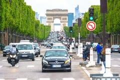 París, Francia - 3 de mayo de 2017: Condiciones del tráfico por carretera de campeones-e imágenes de archivo libres de regalías