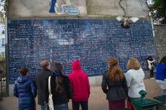 PARÍS, FRANCIA - 8 de noviembre de 2014 pared del amor creada por Freder Imagen de archivo