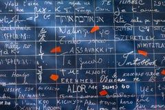 PARÍS, FRANCIA - 8 de noviembre de 2014 pared del amor creada por Freder Foto de archivo