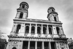 PARÍS, FRANCIA - 11 DE NOVIEMBRE DE 2017: Lugares y edificios famosos de París en la tarde lluviosa del otoño foto Negro-blanca e foto de archivo