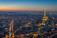 PARÍS, FRANCIA 20 DE OCTUBRE DE 2014: Paisaje urbano de París durante la puesta del sol Foto de archivo libre de regalías