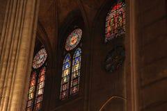 PARÍS, FRANCIA - 28 DE OCTUBRE DE 2018: Interior de una de las catedrales más viejas de Europa Notre Dame de Paris francia fotografía de archivo libre de regalías