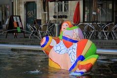 PARÍS, FRANCIA -17 DICIEMBRE DE 2011: La fuente de Stravinsky cerca del centro Georges Pompidou Imagenes de archivo