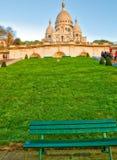 PARÍS, FRANCIA - DICIEMBRE DE 2012: Los turistas visitan el corazón sagrado Cathe Fotos de archivo libres de regalías