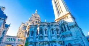 PARÍS, FRANCIA - DICIEMBRE DE 2012: Visita Montmartre de los turistas distric Fotos de archivo libres de regalías