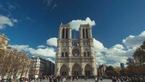 19 11 2014, París, Francia: Dos tiros de establecimiento del Notre famoso Dame Church en París almacen de metraje de vídeo
