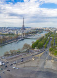 París, Francia, el 28 de marzo de 2017: La torre Eiffel del río el Sena París Foto de archivo libre de regalías