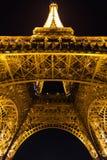 París, Francia, el 28 de marzo de 2017: Torre Eiffel en París por noche Foto de archivo