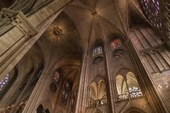 París, Francia, el 27 de marzo de 2017: El interior del Notre Dame de Paris Fotos de archivo libres de regalías