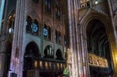 París, Francia, el 27 de marzo de 2017: El interior del Notre Dame de Paris Fotos de archivo
