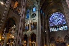 París, Francia, el 27 de marzo de 2017: El interior del Notre Dame de Paris Imágenes de archivo libres de regalías