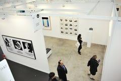 París, Francia, gente que visita al contemporáneo anual Imagenes de archivo