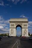 París, Francia julio 27,2011 - Arc de Triomphe en verano Fotografía de archivo