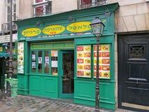 PARÍS, FRANCIA - OCTUBRE DE 2012: Restaurante colorido de los alimentos de preparación rápida en París Imagen de archivo libre de regalías