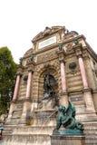 París Francia septiembre de 2017 Fuente del Saint-Michel en París Imagen de archivo libre de regalías
