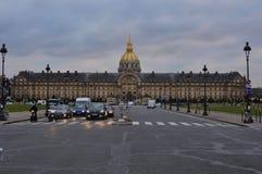 París, Francia - 02/08/2015: Vista delantera del museo 'Les Invalides 'del ejército imagenes de archivo