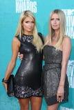 París Hilton, Nicky Hilton en la película 2012 de MTV concede las llegadas, anfiteatro de Gibson, ciudad universal, CA 06-03-12 Imagen de archivo libre de regalías