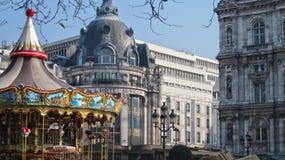 París hotel de ville con el carrusel imagen de archivo libre de regalías