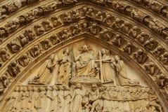 PARÍS - Norte Dame Cathedral está encendido de los touris visitados de París Fotografía de archivo libre de regalías