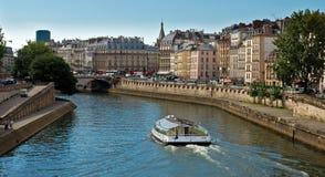 París - río Sena y señales Imagen de archivo