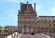 París - vista del Louvre del puente Foto de archivo libre de regalías