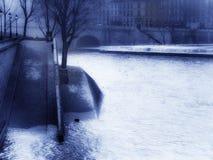 París y la madrugada de Seine Foto de archivo libre de regalías