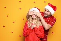 parę kapeluszy Santa young obraz royalty free