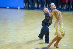 """Par amerikanskt program av för Igor Doschechko och Polina Pesetskaya Performs Adult Latin †"""" Arkivfoto"""