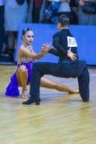 """Par amerikanskt program av för Viacheslav Pastuhov och Karina Kalyhan Performs Adult Latin †"""" Royaltyfria Bilder"""