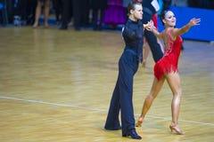 """Par amerikanskt program av för Viacheslav Pastuhov och Karina Kalyhan Performs Adult Latin †"""" Arkivbilder"""