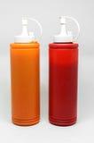 Par av använda ketchupflaskor Arkivbild