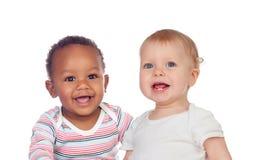 Par av Babies afrikanen och Caucasian skratta royaltyfri fotografi