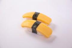 Par av den Tamago (Omellete) sushi Arkivbild