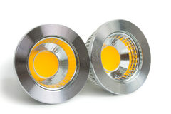 Par av energi - besparingen LEDDE ljus-utsändande av diodkulor, med socke Arkivfoton