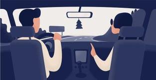 Par av folk som sitter på framsäten av bilen som fortskrider huvudvägen Bilchaufför och passagerare, baksidasikt Väg royaltyfri illustrationer