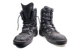 Par av gamla militära skor fotografering för bildbyråer
