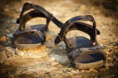 Par av gamla sandaler Royaltyfri Foto