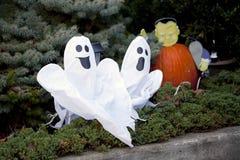 Par av glade spökar. Arkivbild