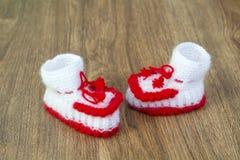 Par av handgjord vit och röda stack häftklammermatare Royaltyfria Foton