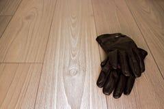 Par av handskar på golv Royaltyfria Foton
